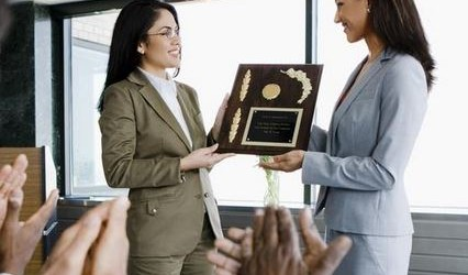 How To Reward and Praise Your Employees In A Way That Works