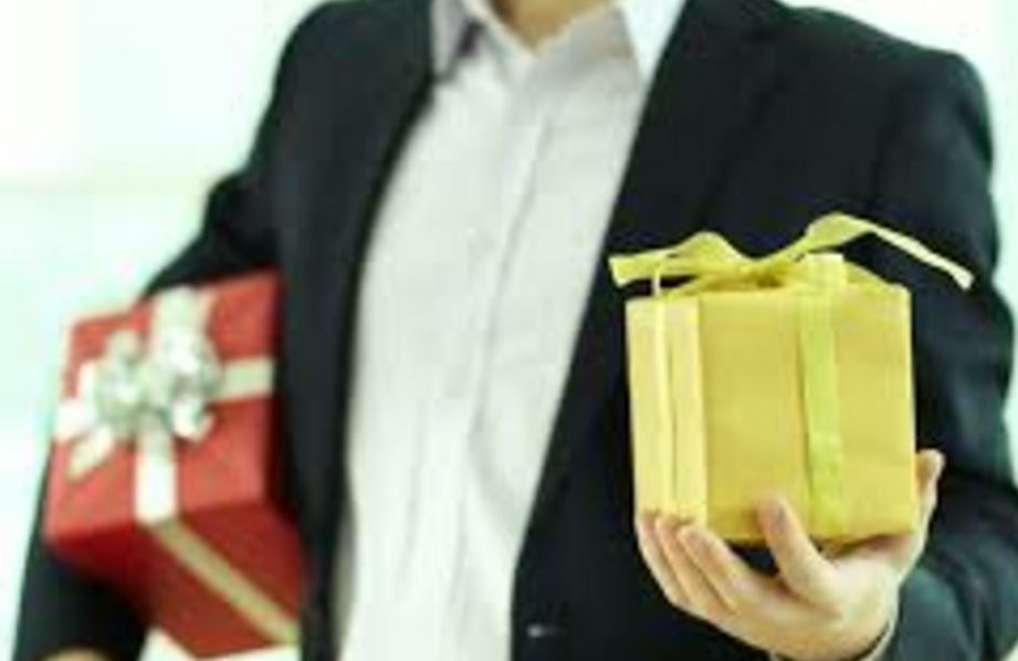 5 Appreciated Gifts For Stellar Employee Performance