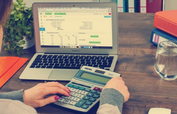 How To Utilize Technology To Enhance Personal Finances?